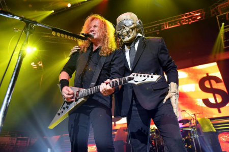 Megadeth's Dave Mustaine sets interrupting fan straight at iWireless Center