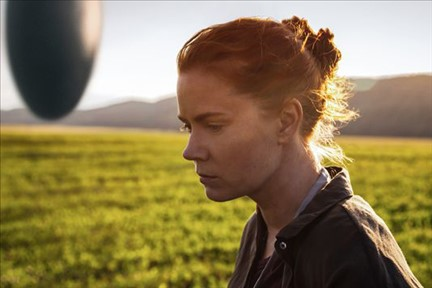 Movie review:  'Arrival' lands just in time for awards season