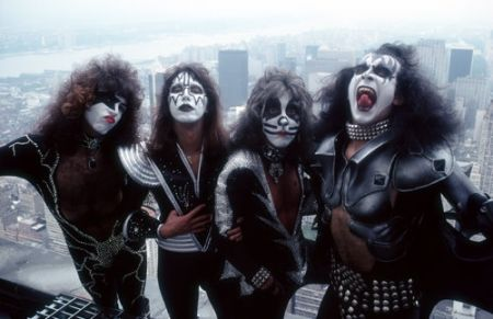 KISS still has the opportunity to reunite and cash in on one final farewell tour.