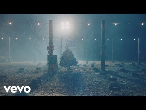 She & Him release official music video for 'Christmas Memories'