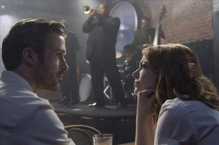'La La Land' dominates music categories, and everything else, at Golden Globes