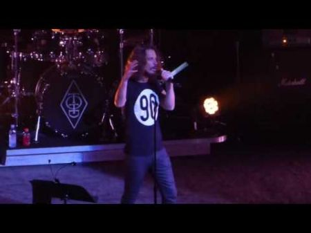 watch pearl jam soundgarden supergroup temple of the dog kick of their reunion tour in. Black Bedroom Furniture Sets. Home Design Ideas